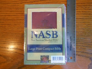 nasb large print compact 003